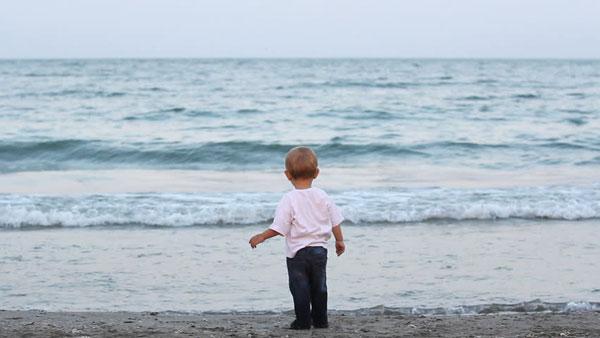 قدم زدن در سواحل جزیره کیش