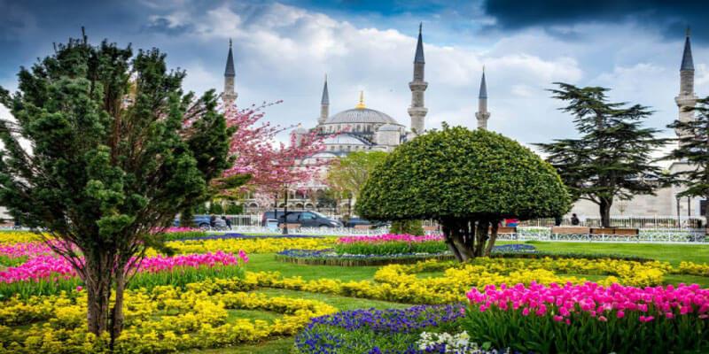 تور استانبول از اصفهان در بهار