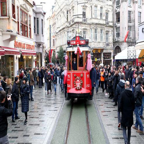 قدم در خیابان تکسیم با تور استانبول